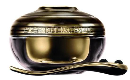 La crema rejuvenecedora Orquídea Imperial Black de Guerlain focaliza su acción en la última etapa de la longevidad de las células para reforzar al máximo las capacidades de autodefensa de la piel.