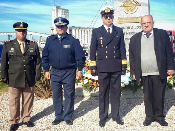 Foto MGP - Arroyo en el Monumento a los Héroes del Crucero General Belgrano