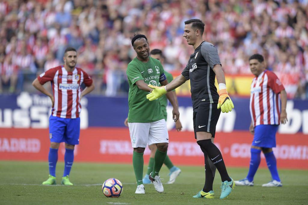 Con Ronaldinho, el Cuau anotó y dio cátedra en el Calderón
