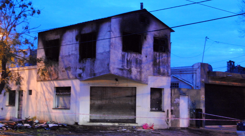Murieron dos hermanitos de 2 y 4 años al incendiarse su casa