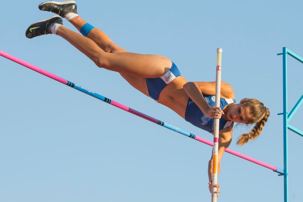SANTIAGO, CHILE - MARCH 14: Noelina Madrieta of Argentina competes in Women's pole vault during day eight of the X South American Games Santiago 2014 at Estadio Nacional de Santiago on March 14, 2014 in Santiago, Chile. (Photo by Miguel Tovar/LatinContent/Getty Images)