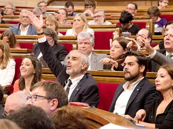 Bronca en el Parlament de Cataluña