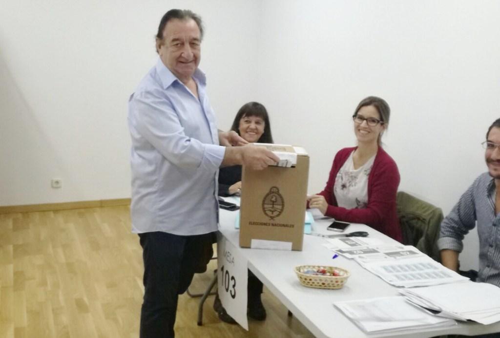 Hugo Votando