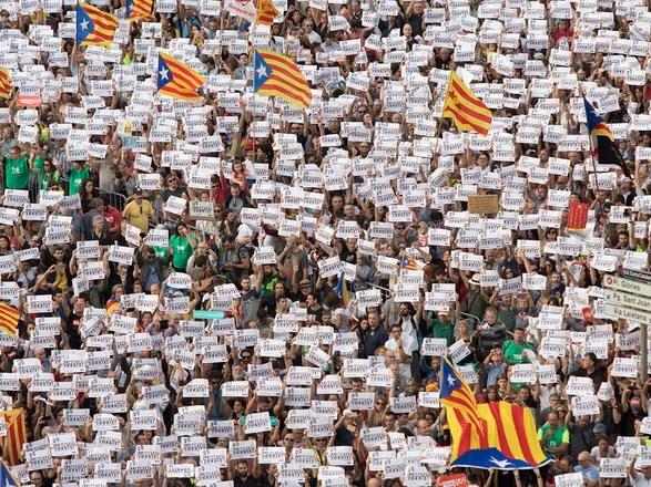 Barcelona 21/10/2017 Manifestación por la libertad de Jordi Sánchez y Jordi Cuixart en Passeig de Gràcia con la presencia de Puigdemont , Junqueras , Forcadell ...  Foto Ferran Nadeu