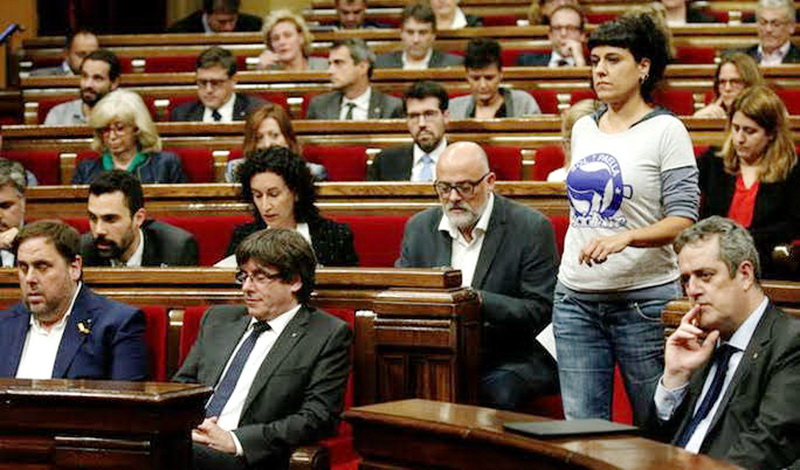 El Parlament declara la independencia unilateral de Cataluña