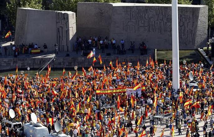 Miles de personas claman por la unidad de España en Madrid