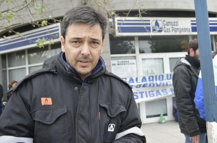 Trabajadores de Camuzzi realizan un paro en todo el país