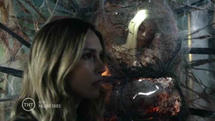 Falling Skies 4x06: Lexi se encierra en un capullo al mismo tiempo que los grupos de Tom y Hal llegan al recinto.