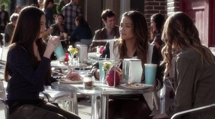 Pretty Little Liars 5x04: Emily es la que está más alejada de las demás, enseñando a su nueva amiga y lidiando con Paige.