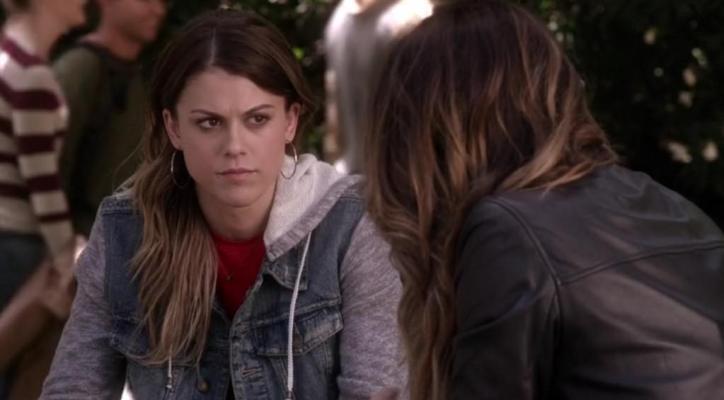 Pretty Little Liars 5x11 Emily intenta volver a acercarse a Paige después del desencanto con Alison aunque quizás sea tarde.