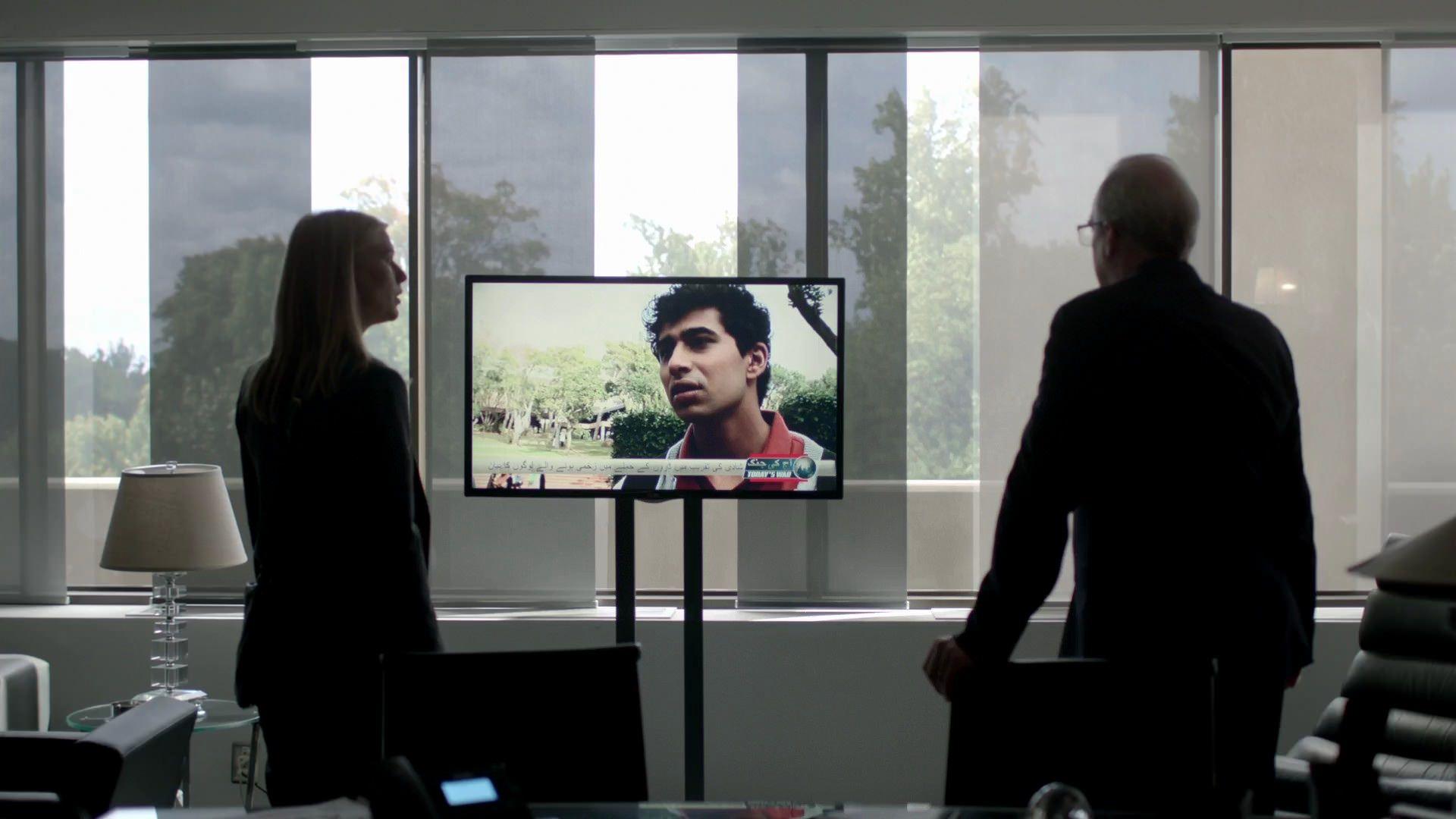 Cuarta temporada de Homeland - Carrie y Lockhart viendo la entrevista a Aayan