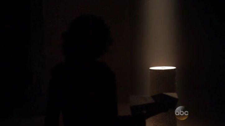 Agents of SHIELD 2x10: Raina roba el obelisco y se va a buscar el templo para activarlo y ver qué ocurre.