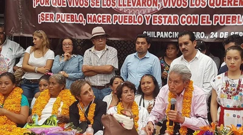 Dan presea 'Sentimientosdel Pueblo' a C. Aristeguiy a los padres de los 43
