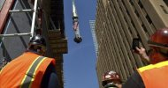 Suben la antena que convertirá el One World Trade Center en el techo de América