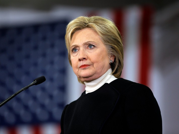 Hillary justificó porqué no reveló su neumonía: