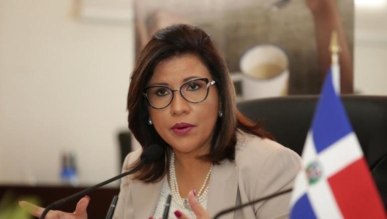 Panamá dará seguro médico y pensión a peluqueras dominicanas