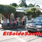 presidente-fernandez-entrega-cajas-de-navidad-en-barrios-de-santiago.jpg