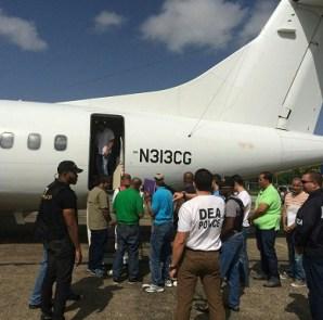 Extraditan 14 dominicanos a EEUU acusados diversos delitos