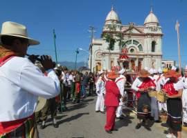 Tololos y Coloradas danzan en Zapotlán