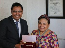 Rigoberta Menchú recibe las llaves de Tuxpan