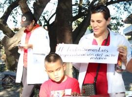 Médicos del IMSS de Zapotlán marchan para pedir justicia