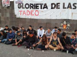 En silencio, exigen justicia por Tadeo, el bebé que murió por quemaduras en narcobloqueo