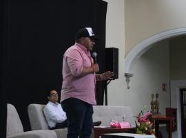 Candidato independiente a la alcaldía de Zapotlán charló con universitarios