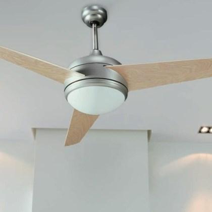 03950998CR Ventilador con luz, 3 aspas (d.132 cms)