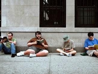 people-reading-books-o