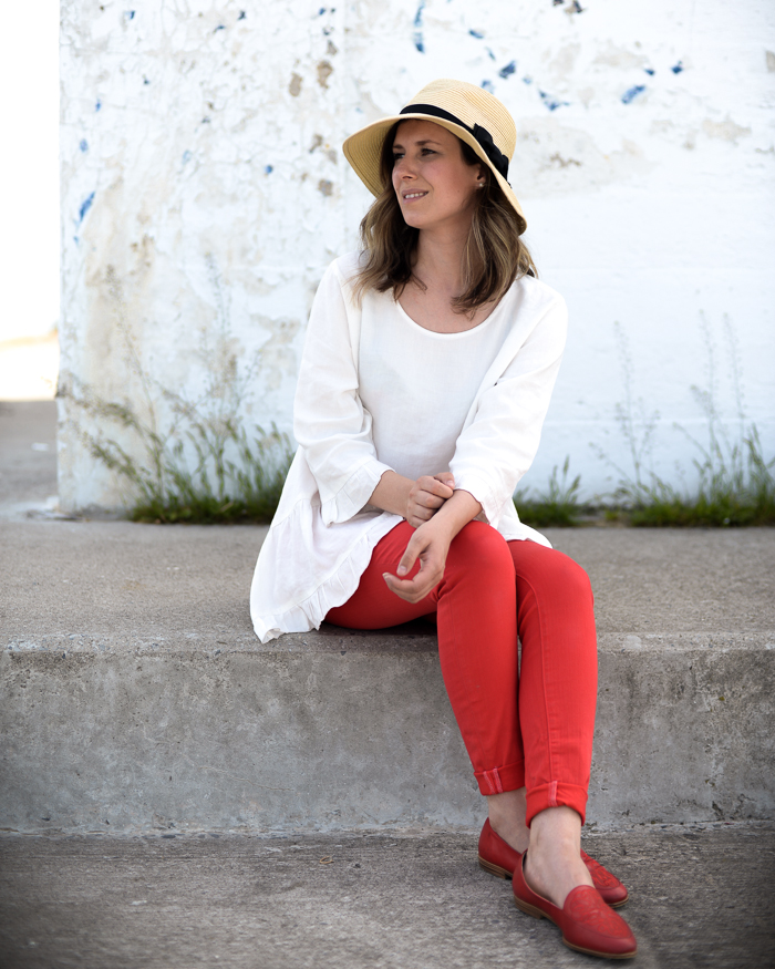 Red pants are a simple way to bring colour into your summer wardrobe - they pair perfectly with a white top of any style!