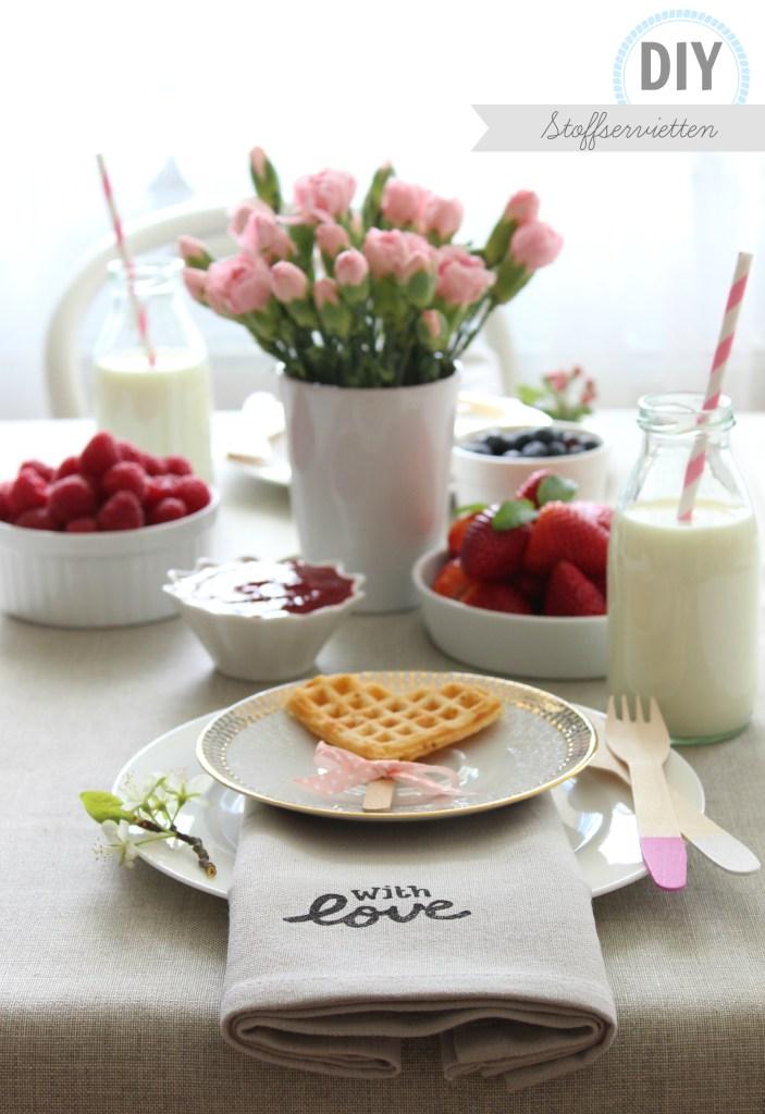 {DIY} Hübsch und unglaublich einfach: schöne Stoffservietten selber gestalten