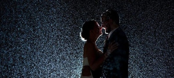 Bride-grooms-standing-in-the-rain-on-wedding-day-Lucas-deSousa-Photography-Emmaline-Bride