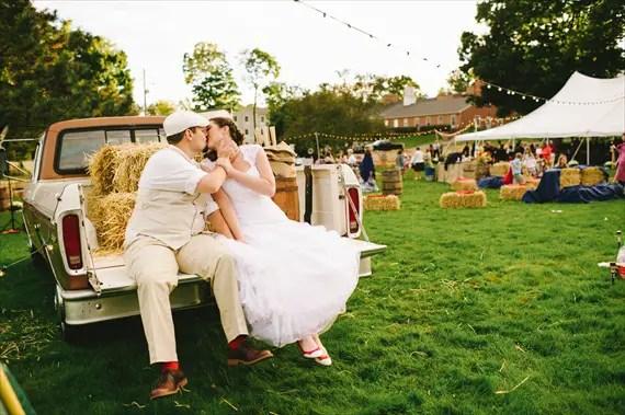 americana-wedding-rustic-pickup-truck-hay-bales-bride-groom-kissing (photo: michelle gardella)