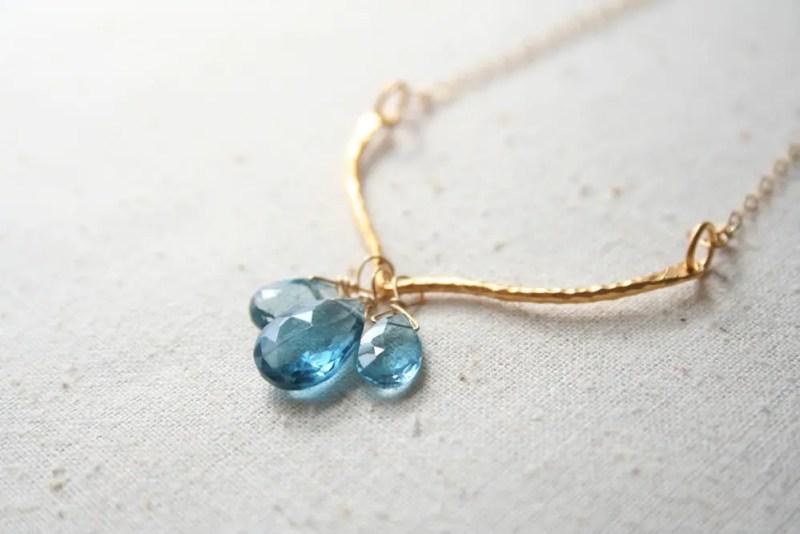 blue gemstone necklace | via 10 NEW Something Blue Ideas | http://emmalinebride.com/bride/new-something-blue/