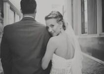 bride with a veil - maria mack photography