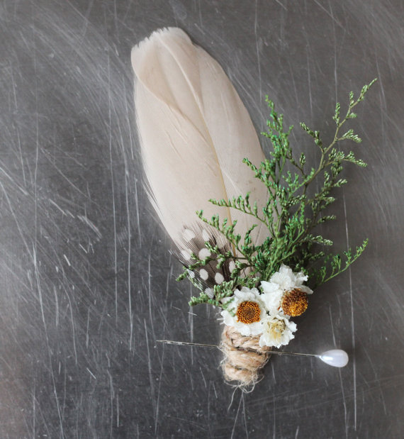 daisy boutonniere by the sunflower stand | daisy ideas theme weddings