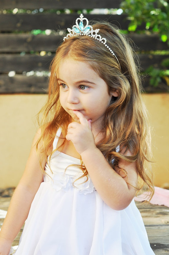 flower girl tiara | Handmade Flower Girl Gifts http://emmalinebride.com/2015-giveaway/handmade-flower-girl-gifts/