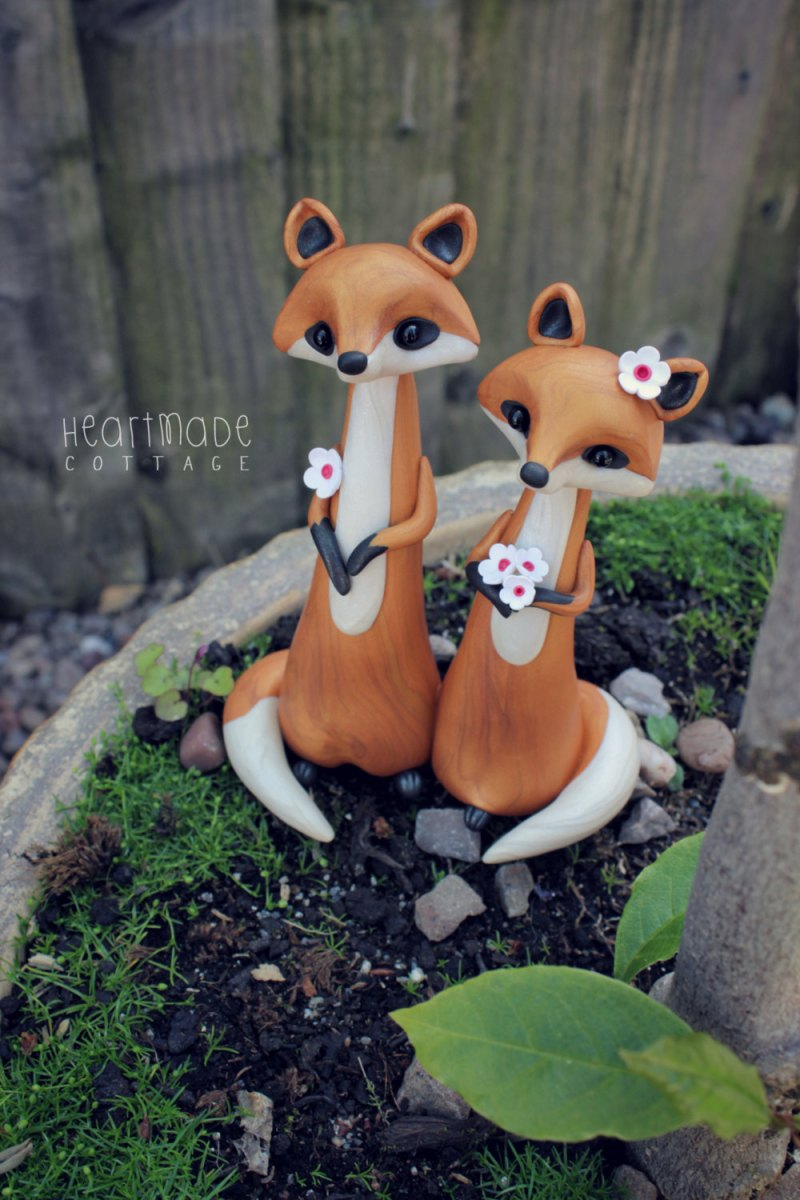fox cake topper for weddings by heartmade cottage | Fox Ideas Weddings via http://emmalinebride.com/rustic/fox-ideas-weddings/