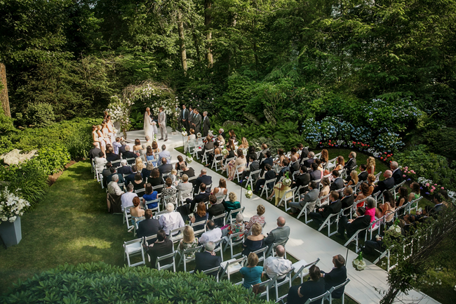backyard ceremony at Connecticut waterfront wedding - photo: Melani Lust Photography | via http://emmalinebride.com