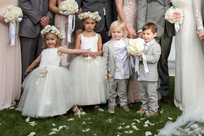 flower girls and ring bearers at Connecticut waterfront wedding - photo: Melani Lust Photography | via http://emmalinebride.com