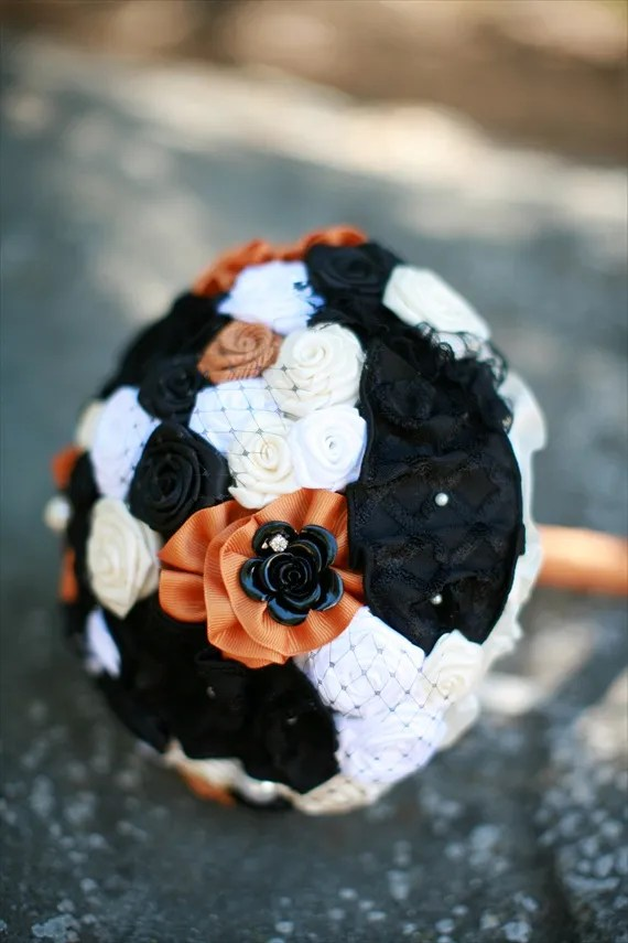 halloween wedding bouquet via 30 Amazing Halloween Wedding Ideas from EmmalineBride.com