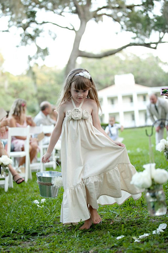 Cute cotton flower girl dresses in ivory | Olive & Fern | photo: Kali Norton Photography | via http://emmalinebride.com/flower-girl/cotton-flower-girl-dresses-ivory/