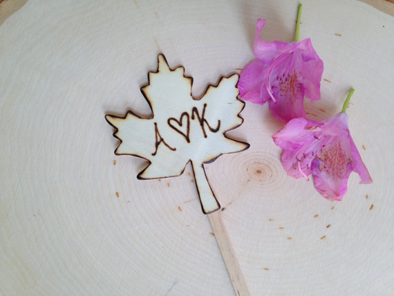maple leaf cake topper | by Petite25 | via http://emmalinebride.com/fall/leaf-cake-topper-fall-weddings/
