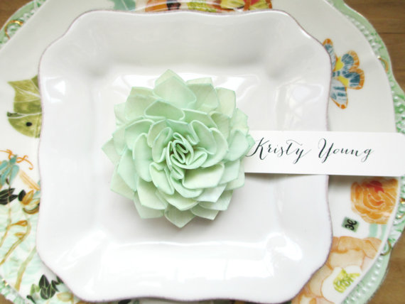 mint-wooden-flower-place-cards