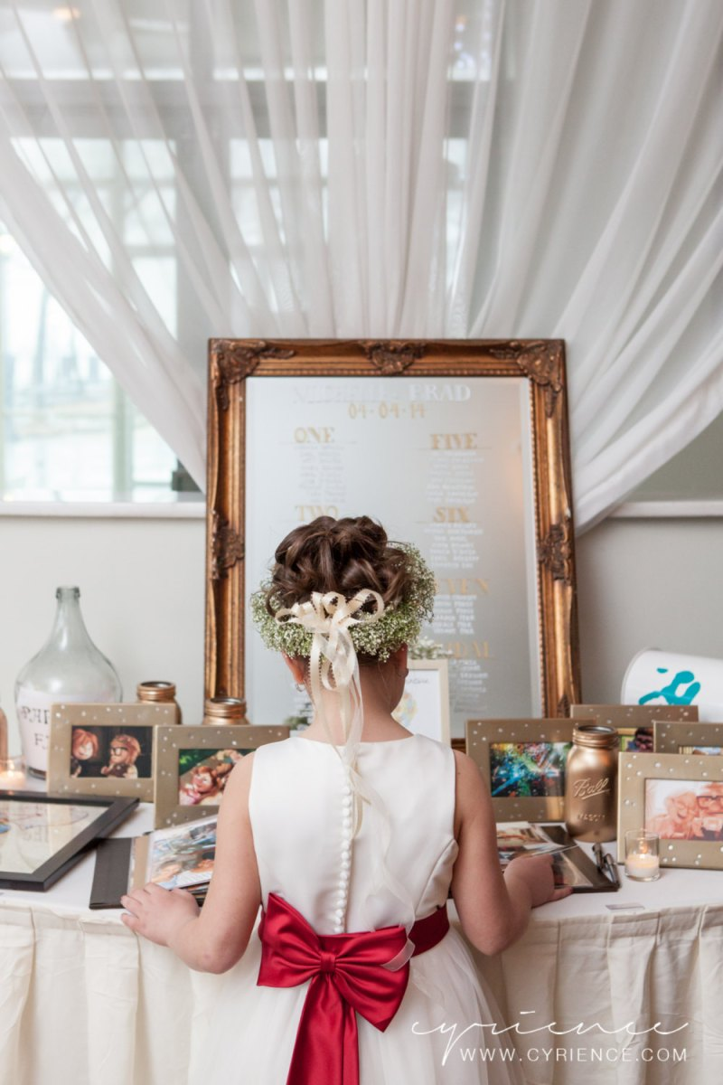 Use wedding mirror signs as decor at your wedding | photo: cyrience | http://emmalinebride.com/decor/wedding-mirror-signs/