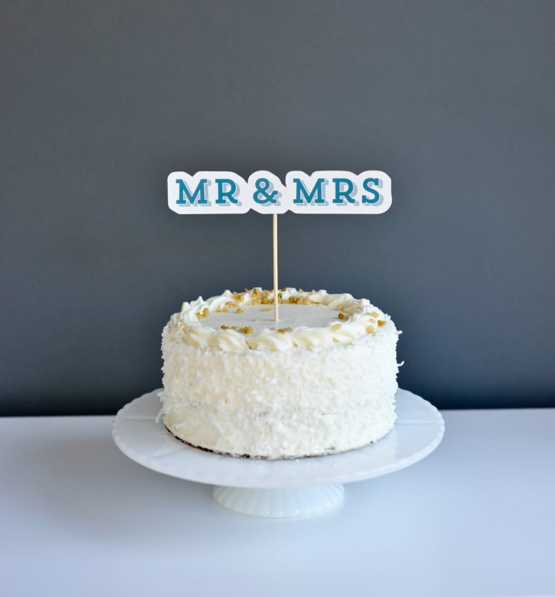 mr and mrs wedding cake topper | Fun Wedding Photo Props | http://emmalinebride.com/decor/fun-wedding-photo-props/