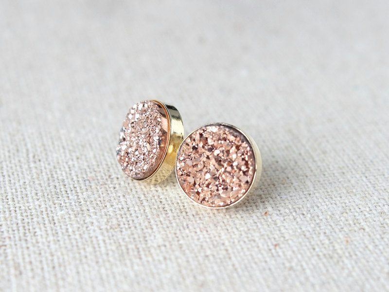 druzy earrings etsy find - from Davie and Chiyo - via http://emmalinebride.com/bridesmaids/druzy-earrings-etsy/