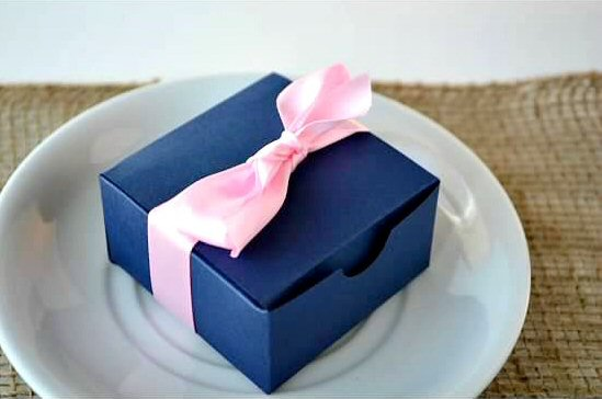 wedding favor boxes - navy blue with pink ribbon (by sosia to go)