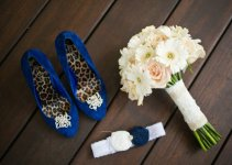 wedding-garter-shoes-bouquet