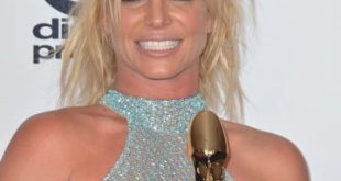 britney-spears-billboard-music-awards-2016-main-compressed